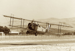 Curtiss_JN-4_takeoff_(4970351308)