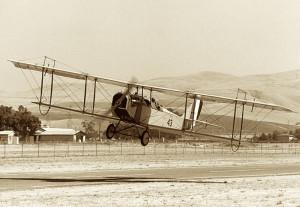 Curtiss_JN-4_takeoff_(4970351308)
