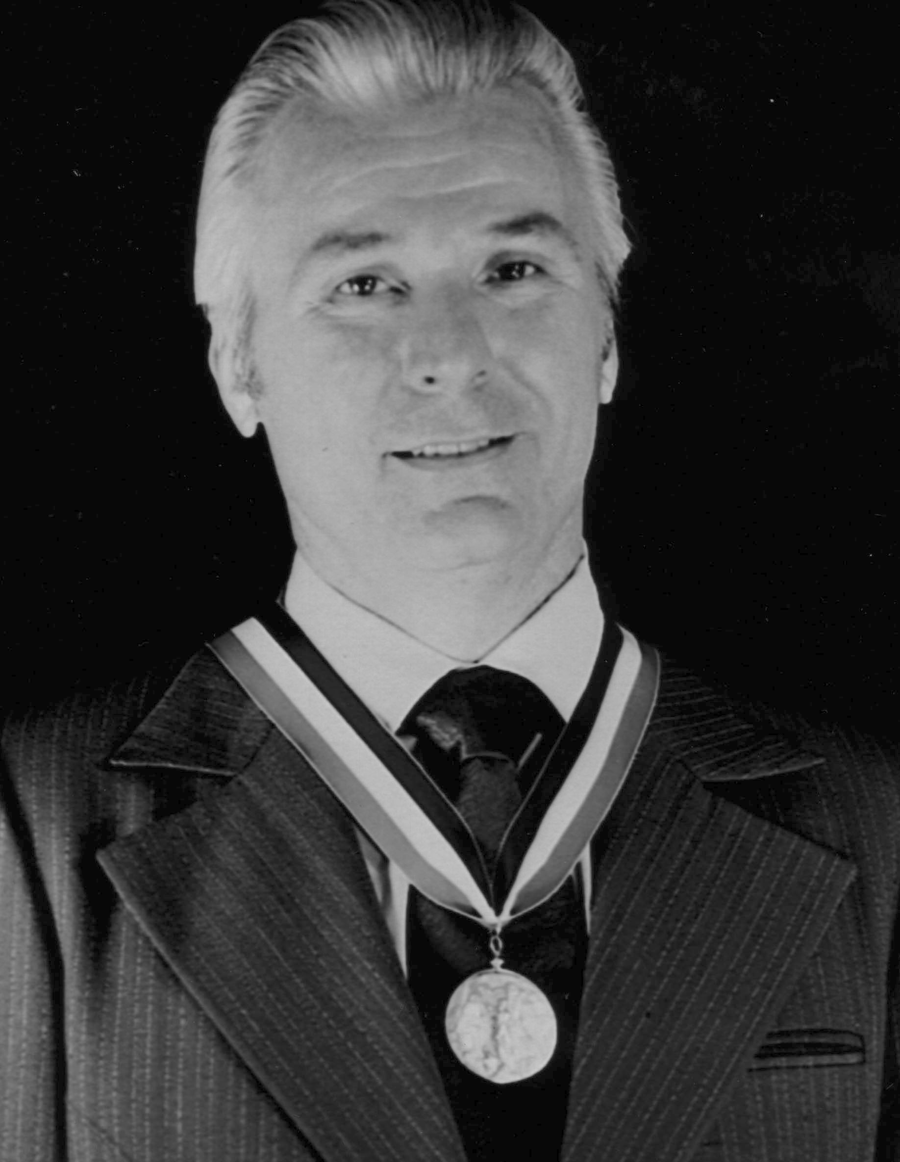 Elgen wears the FAI Gold Air Medal